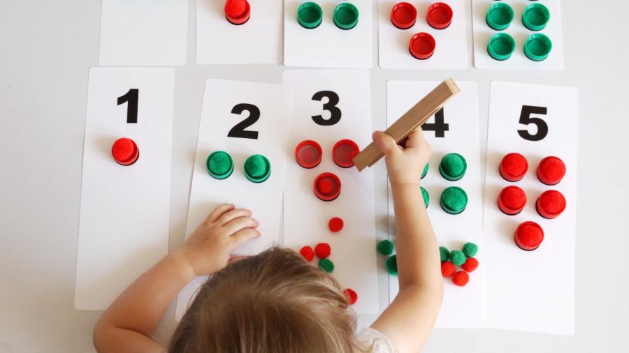 Tabliczki numeryczne znakrętkami